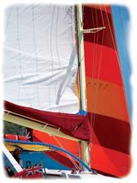 Ana Luna'sbeeefy rigging under sail